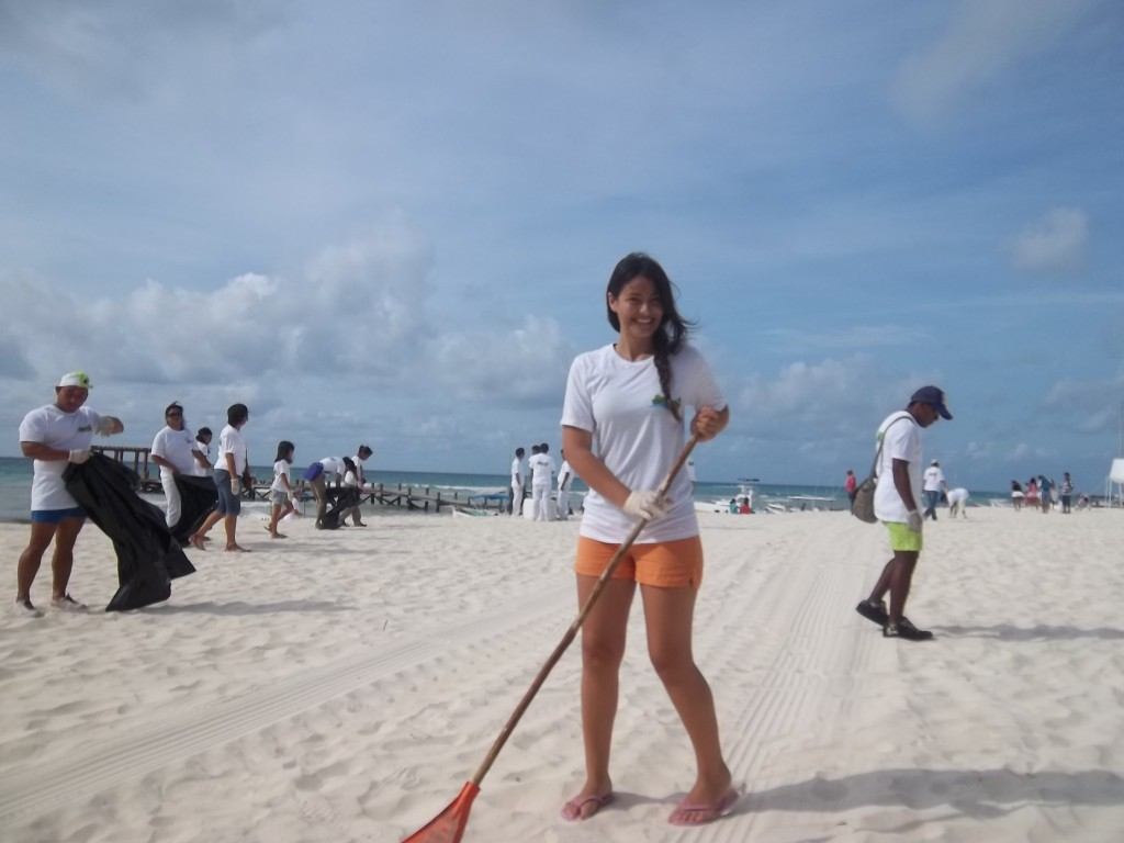 Sandos Resorts Cleans Playa del Carmen Beaches