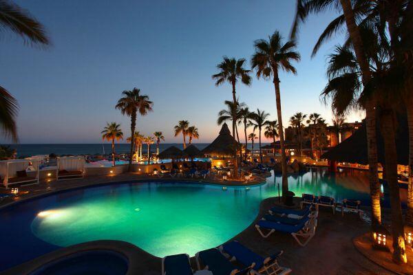 Atardecer piscina en Cabo San Lucas