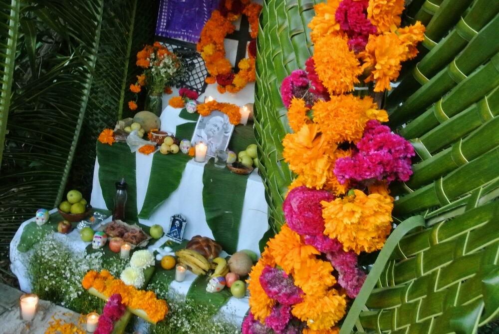 Día de Muertos altar Riviera Maya