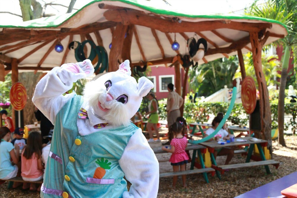 Easter bunny Mexico resort vacation