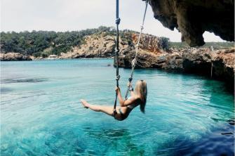 Alojamiento con servicio de Media Pensión en Ibiza-Agua cristalina