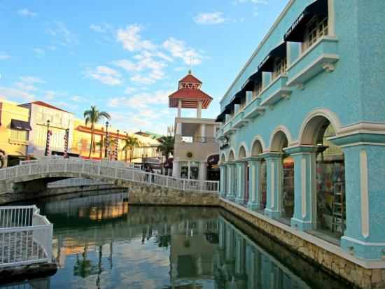 La Isla Shopping Village compras en Cancun