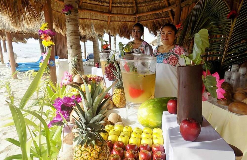 Mexico resort puesto de fruta en la playa