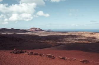 Alojamiento con servicio de Media Pensión en Lanzarote-Paisaje volcánico