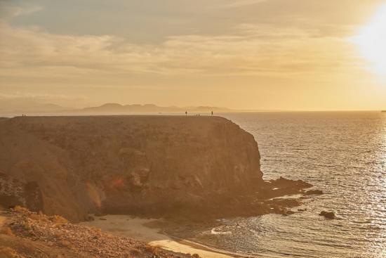 Viaja en familia a las Islas Canarias y visita la Playa del Papagayo-Lanzarote