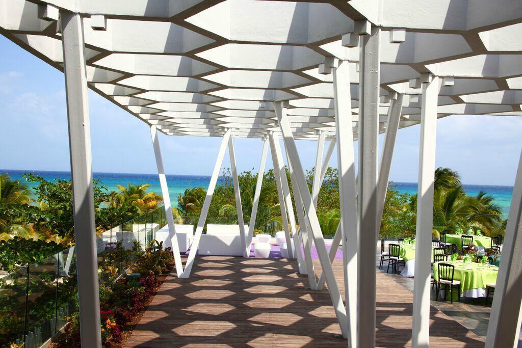 Terraza para eventos en la Riviera Maya con vista al mar