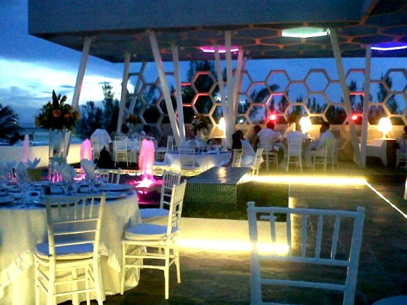 Riviera Maya outdoor wedding dinner