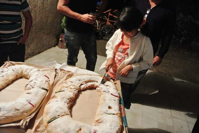 cutting the Rosca de Reyes to find the Baby Jesus Mexico