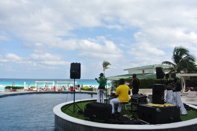 Sandos Cancun Luxury Experience Resort banda de reggae en vivo