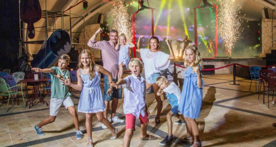 Learn how Sandos Playacar is Redefining All-Inclusive Nightly Entertainment