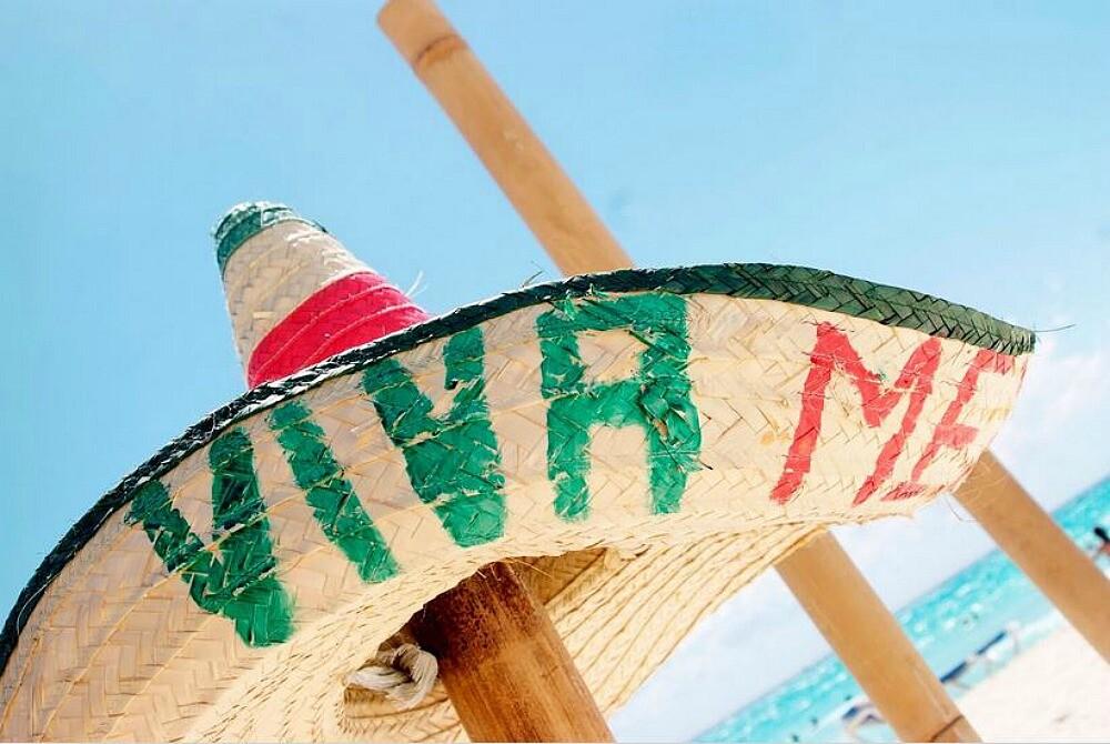 Sombrero mexicano en la playa