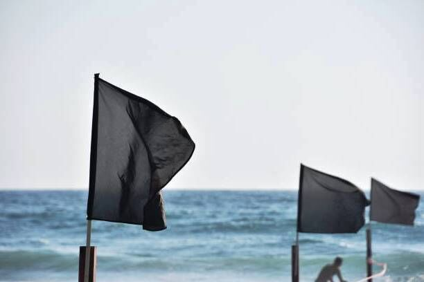 what does a black flag at the beach mean