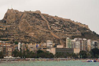 Castillo de Santa Bárbara, en Alicante. Primera parada en la ruta en coche por la Costa Blanca.